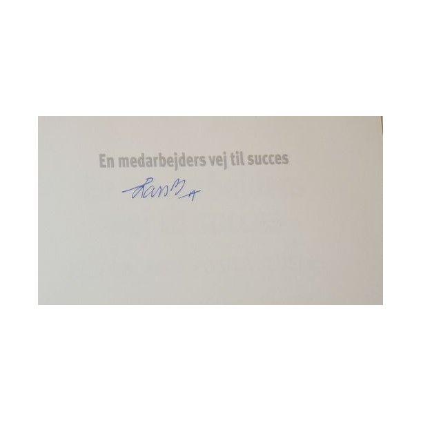 En medarbejders vej til succes - signeret